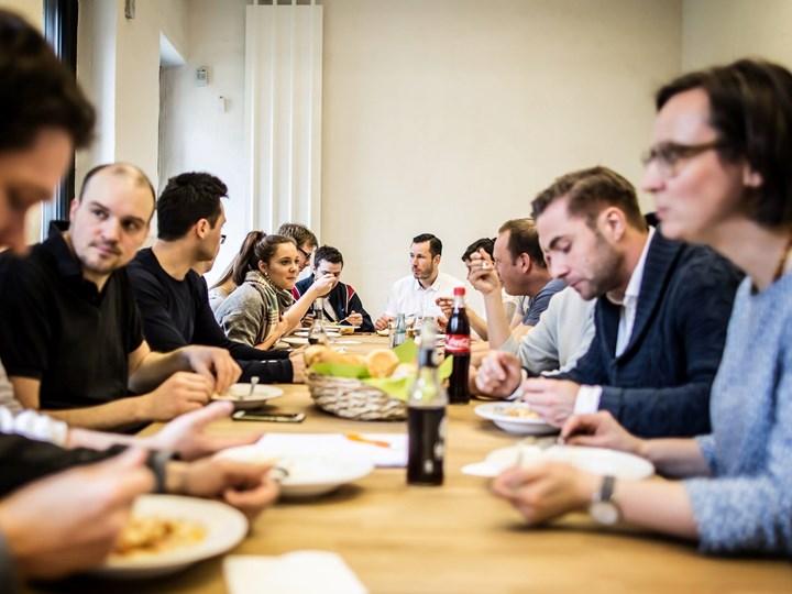 Community Lunch in Floßplatz